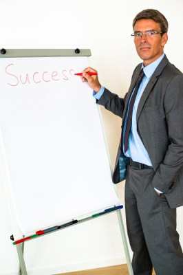 8 הטעויות הנפוצות שהורסות כל פרזנטציית מכירה ואיך למנוע אותן
